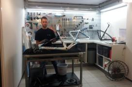 Bikes4You opent speciale werkplaats voor carbonreparatie