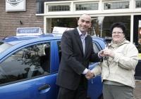 Goossens Tweewielers wint auto bij Unigarant actie