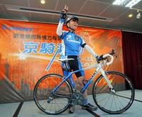 Giant Chairman fietst door China