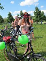 Blote fietsers vragen aandacht voor kwetsbare fietser