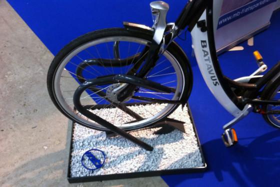 MB fietsparkeren: Elk type fiets past, staat recht en meteen vast.