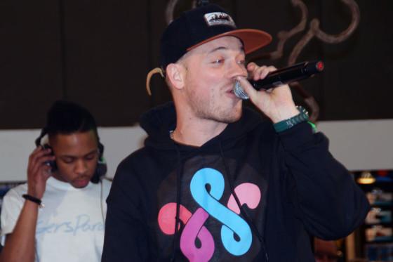 Rapper Gers Pardoel rapt voor Gazelle