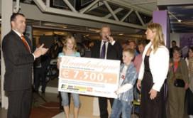 Tim Terpstra schenkt  € 7500,- aan Stichting Kinderen Kankervrij