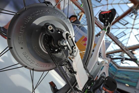 Première smart e-bike tijdens Maffe Marathon Bijenkorf