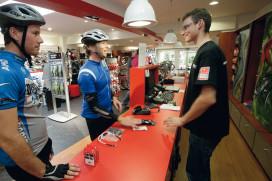 Kamer van Koophandel informeert tweewielerspecialist over veranderende retail