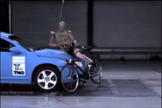 Succesvolle demonstratie fietsersairbag