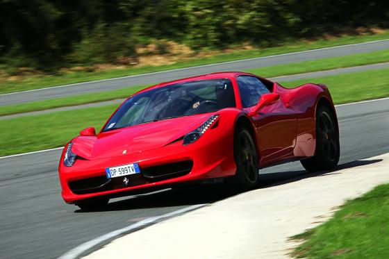 Win een Ferrari-rit met het Tweewieler logospel