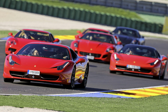 Jelle Knippenborg wint Ferrari-rit Tweewieler