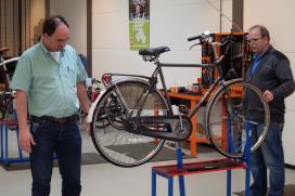 Wajongeren aan de slag in het fietsbedrijf