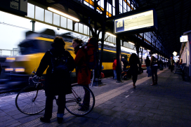 Fiets passeert trein
