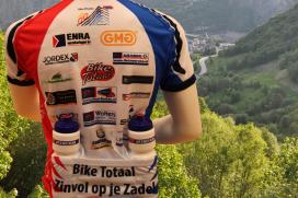 Shirtsponsors Bike Totaal team brengen 16.000 euro op