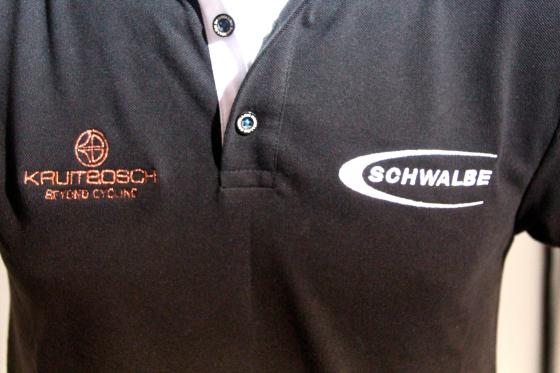 Schwalbe ondersteunt verkoop met dealerkleding