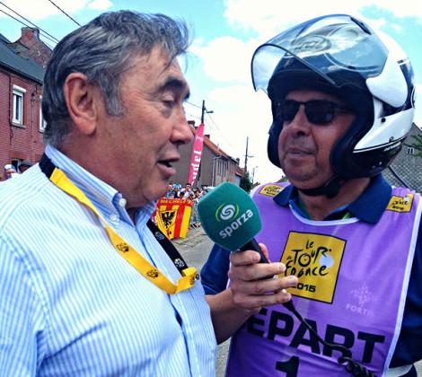 Eddy Merckx onthult standbeeld tijdens de Tour