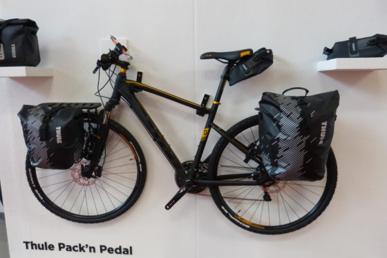 Foto 12 bike packing thule packn pedal 560x374