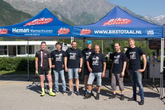Het Fiets Support Team. Foto Bike Totaal