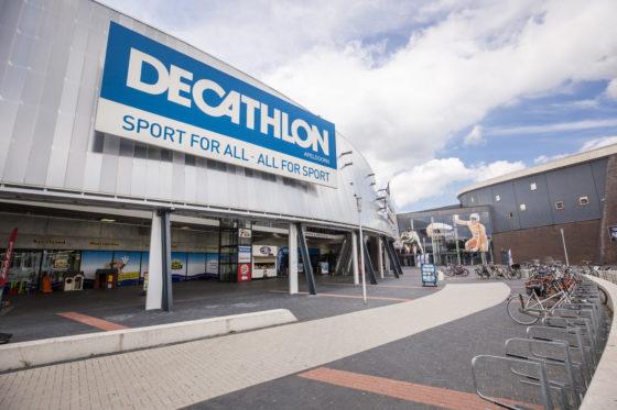 Decathlons uitbreiding naar meer winkels zal een ongeveer gelijk aantal perifere- en stadswinkels betreffen. Foto Koos Groenewold