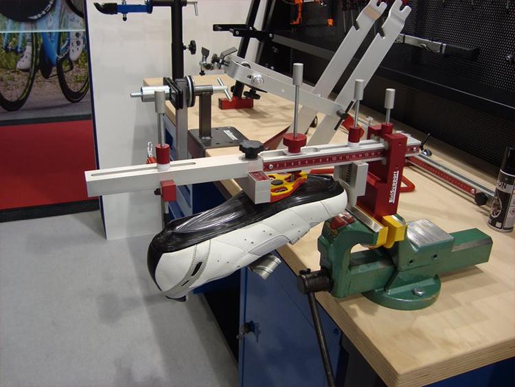 Bici Support schoenplaatafstel-gereedschap: Bici Support maakt het mogelijk om schoenplaten exact in positie te kunnen monteren.