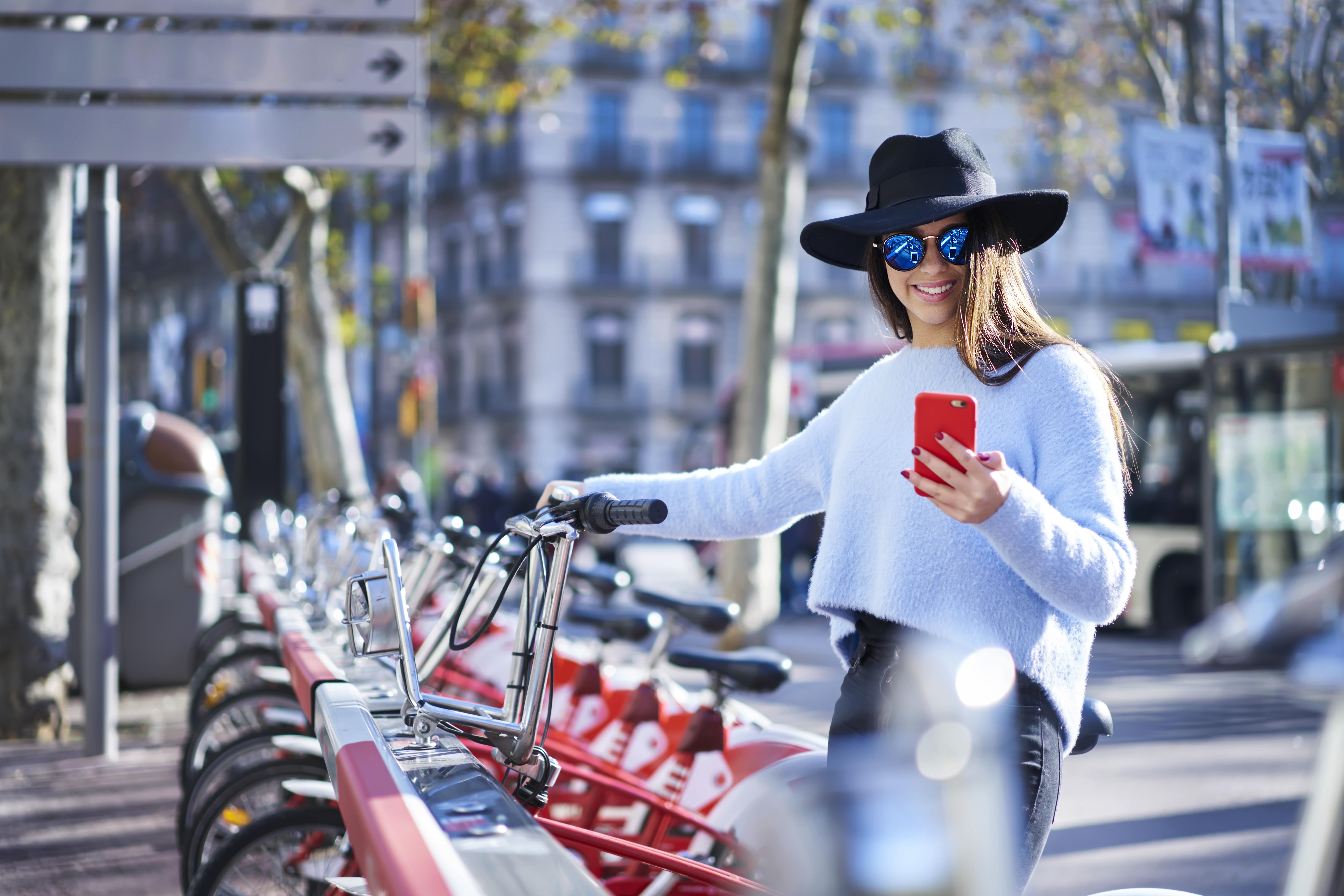 Voor bike sharing is connectivity een uitkomst. Waar staat mijn fiets? Via bluetooth en gprs 'stuurt' de fiets een gps-melding door die de gebruiker kan uitlezen in een app op zijn/haar mobiel.