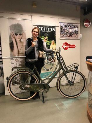 De Cortina U4 Raw die Guusje Janson won was op het Bike Event met de hand geïllustreerd door de tekenaars van Het Paradijs. Foto Kruitbosch
