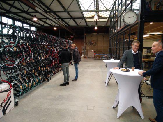 FFWD pand in Zwolle. FFWD stelde op de Open Huis dag het hele bedrijf inclusief het magazijn open voor zijn dealers. Foto redactie Tweewieler