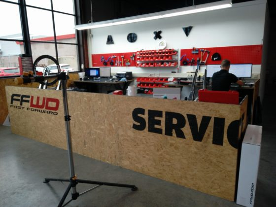 Service in eigen huis. Bij een aankoop worden de wielen altijd geregistreerd, zodat de koper er rechtstreeks mee terug kan naar FFWD. Foto redactie Tweewieler