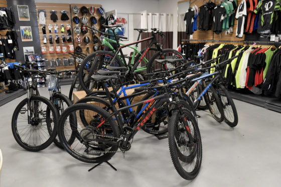 3 Fietsenwarenhuis.nl heeft veel sportieve fietsen in de collectie, en merken als Bulls, Sensa, Trek (race en MTB) en eigen merk racefietsen.