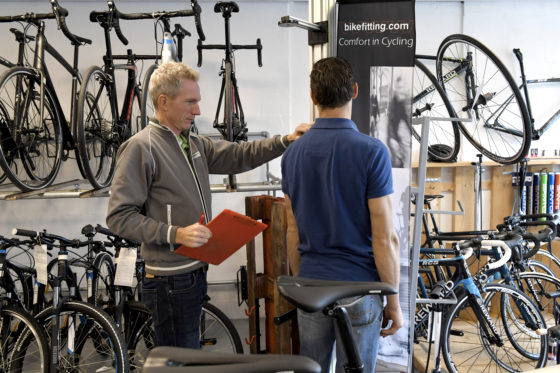 De klant krijgt veel aandacht en goed advies bij Fietsenwarenhuis.nl.