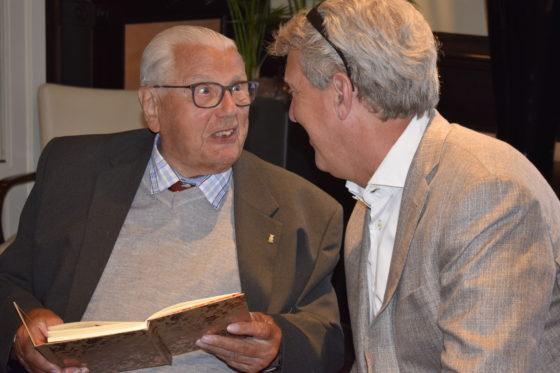 Oudste medewerker Henk Kluver op 96-jarige leeftijd met pensioen