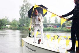 Tourwinnaar Jan Janssen doopt eigen rondvaartboot