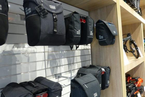 Hartje huisshow met de complete tassenlijn van Con-Tec . Foto Redactie Tweewieler