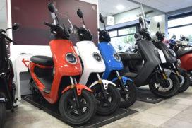 Verkoop elektrische scooters in de lift