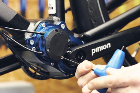 Pinion brengt in samenwerking met Juncker Bike Parts weer de technische training in De Fietser in Ede. Stap 1 Foto's Pinion GmbH