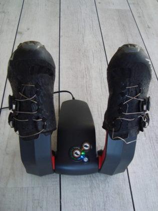 De Go4dry schoendroger geeft tijdens het droogproces de schoenen ook een ozonbehandeling om geurtjes en schimmels te verdrijven.