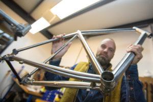 J.Guillem in Numansdorp: de mannen van titanium