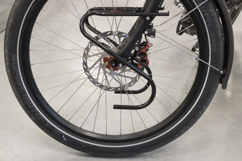 Hydraulische remmen met grote schijven zijn een must om krachtige e-bikes te kunnen temmen.