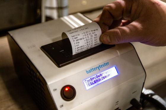 Handig: in de tester zit een bonprinter ingebouwd.