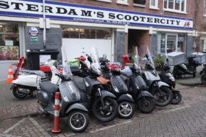Snorscooter in april naar rijbaan: 'Het wordt chaos in Amsterdam'