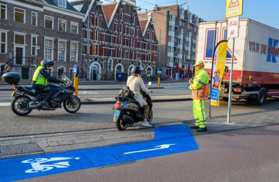 Chaos in Amsterdam door snorscooterbeleid