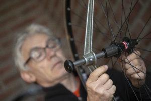 Een lesje wielen bouwen van Zoran Kalaba