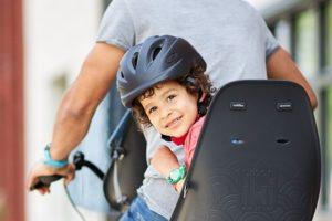Helmpjes ook voor de kleintjes in een fietszitje