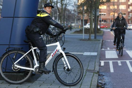 Politie voortaan op e-bikes en fietsen van Koga en Batavus